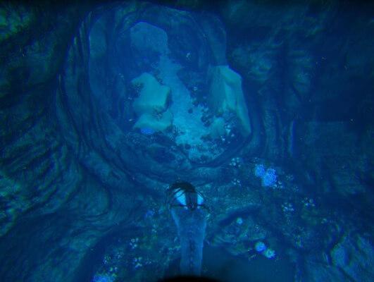 海底洞窟青の入口