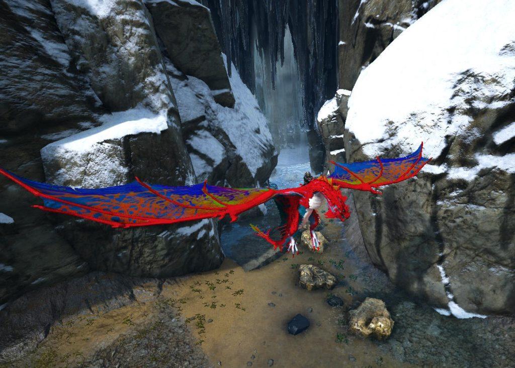 滝の中の秘境