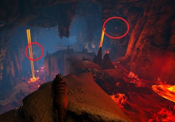 岩山の洞穴に湧く黄色と赤クレート